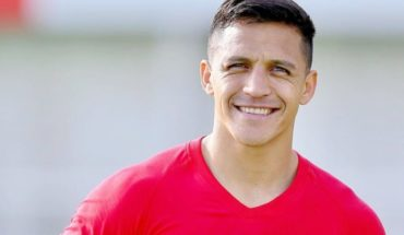 Alexis Sánchez fue elegido el peor delantero de la temporada en The Worst