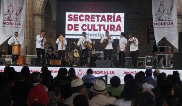 Grupo musical Los Guaraguao deleitan a los morelianos
