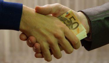 Mexicanos ven menos corrupción con AMLO: encuesta