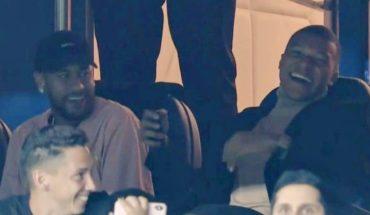 Neymar y Mbappé, a pura risa, se burlan del Real Madrid en palcos del PSG