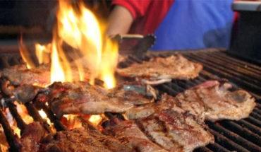 Olor de carne asada molesta a mujer vegana y denuncia a sus vecinos en Australia