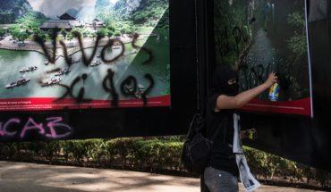 Pintas en el Metro y destrozos en protesta de Ayotzinapa