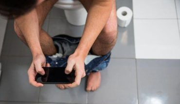 All in excess is bad: warn of hemorrhoid generation from cell phone use in the bathroom