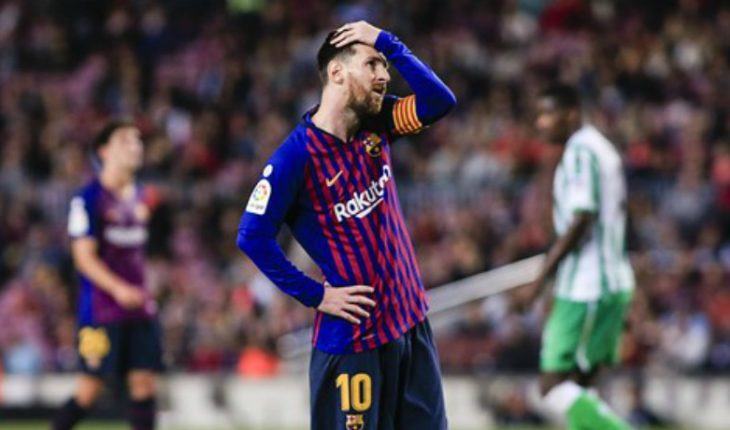 Lionel Messi presents an elongation in the adductor of the left thigh