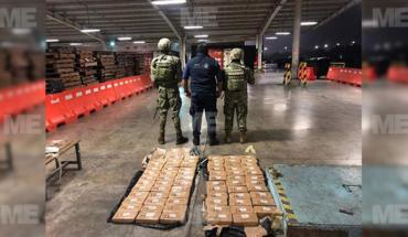 Marinos securing 70 packs of cocaine in Lazaro Cardenas