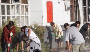 Jóvenes, vecinos y grupos se organizan para limpiar las calles de Chile