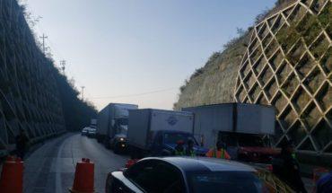 Manifestantes bloquean la autopista México-Querétaro
