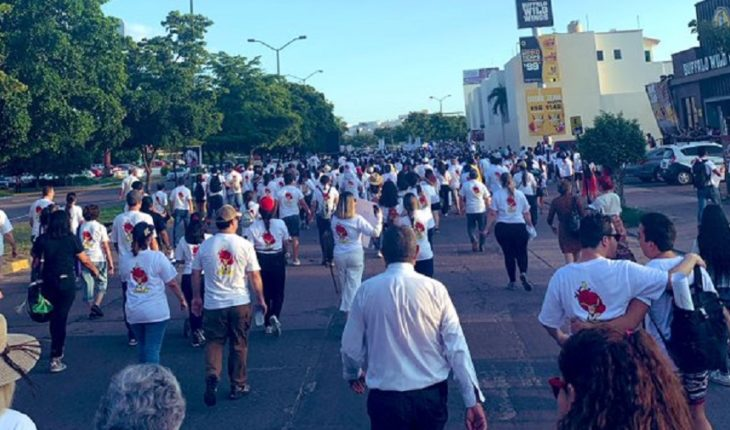 Citizens march for peace
