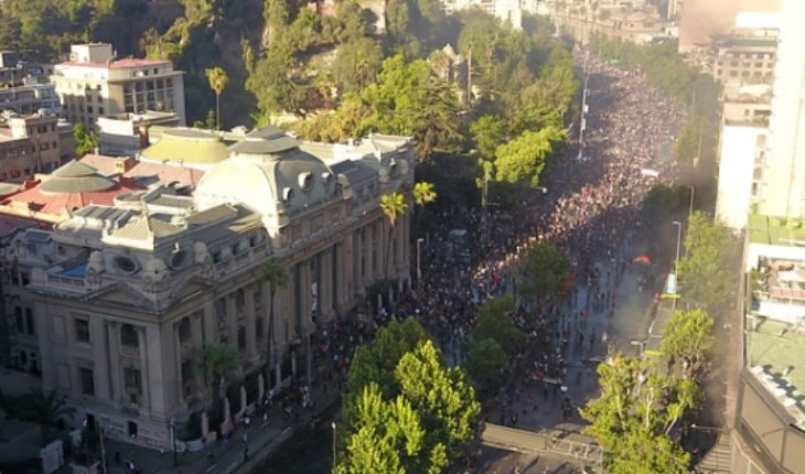 Governments in other countries warn of risks of traveling to Chile amid social crisis