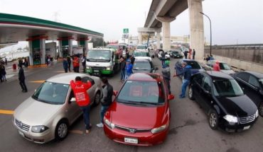 More than 30 cars stationary by contaminated fuel on Mexico-Toluca highway