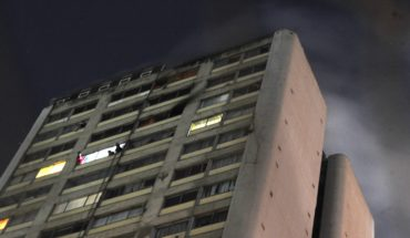 One dead and 300 evacuees for fire in Tlatelolco
