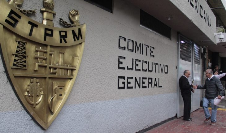 Pemex union groups fight for leadership