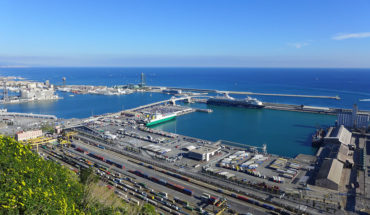 ¿Es la diversificación geográfica la vía para aumentar las exportaciones? Panorama del puerto de Barcelona. Foto: ChiralJon (CC BY 2.0)