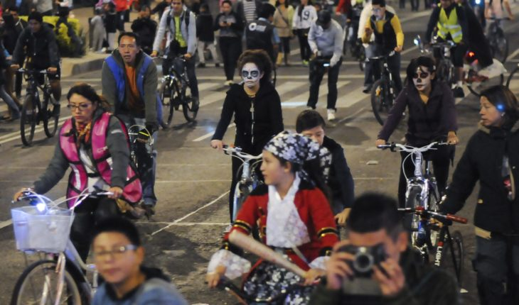 Rutas, horarios y cierres viales por el Paseo Nocturno Ciclista en CDMX