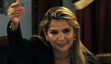 Senadora Jeanine Añez se autoproclama presidenta de Bolivia