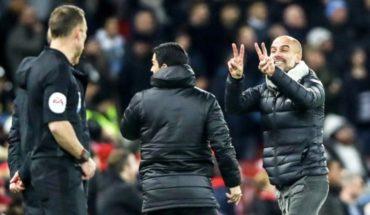 Video: Guardiola reclama e ironiza con los árbitros en caída ante Liverpool