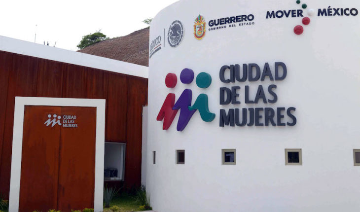 AMLO is asked not to close women's care institute