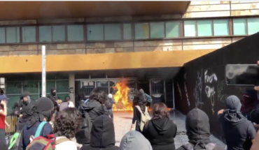 Hooded onfire and generate destruction in UNAM (Videos)