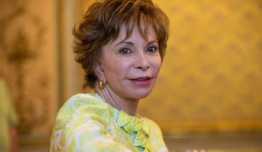 """Isabel Allende called the demonstrations in Chile """"extraordinary surprise"""" and said that """"there are movements of unrest everywhere"""""""