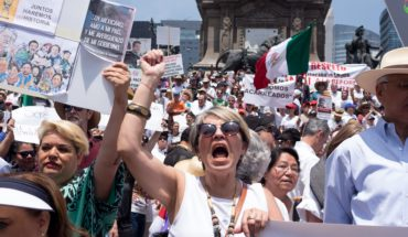 Opponents call to march and AMLO prepares party for its first year