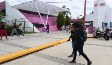 Today begins the process of handing out places to normalist graduates of Michoacán