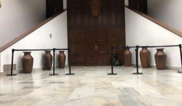 Mps inside Michoacán Congress precinct