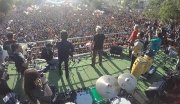 """The """"return of the day"""" in the eighth week: massive cultural demonstration in Plaza Italia"""