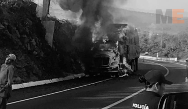 Trailer booth carrying stubble catches fire in Zacapu, Michoacán