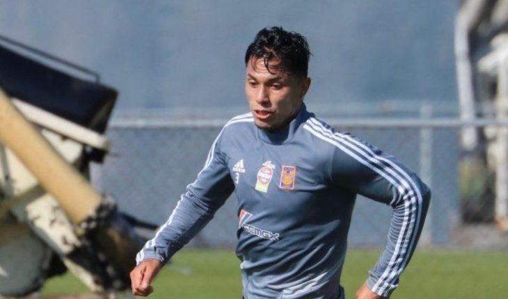 Carlos Salcedo negociaría regreso a Chivas tras ser borrado en Tigres