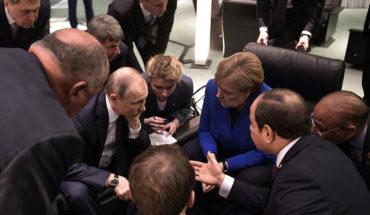 Vladimir Putin, Angela Merkel, Emmanuel Macron (sentado, de espaldas) y Abdelfatah al-Sisi en la Conferencia Internacional sobre el conflicto libio en Berlín (19/1/2020). Foto: Kremlin.ru (CC BY 4.0). Blog Elcano