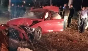 Auto vuelca y termina destruido en Zacapu, Michoacán