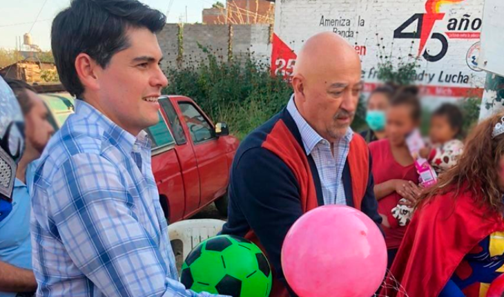 ECHR official exhibits Toño Ixtlahuac handing out toys