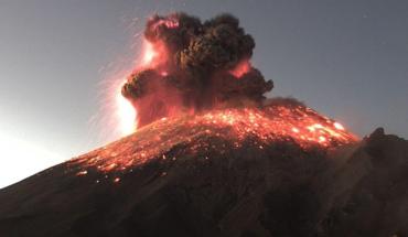 Explosion in Popocatépetl generates 3 km fumanola