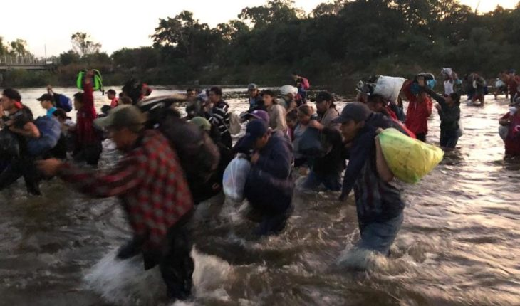 Hundreds of migrants cross the Suchiate River; call for dialogue with AMLO