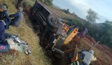 One killed and 27 injured in field employee truck overturn