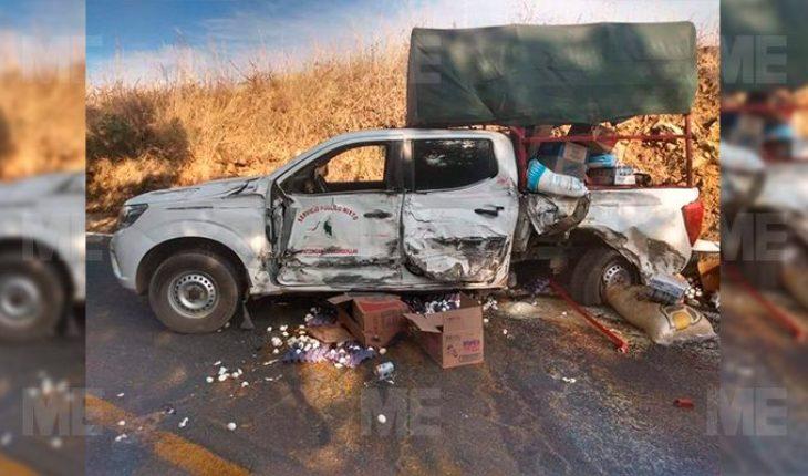 Strong crash between vans on Apatzingán-Acahuato road