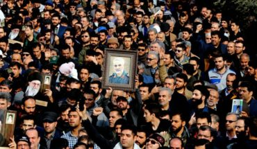 """To the cry of """"America is the great Satan"""" thousands fire in Baghdad Iranian general killed in attack"""