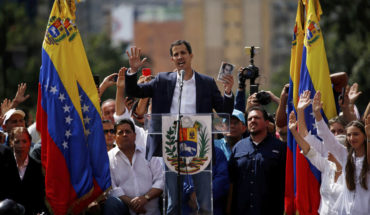 Venezuela's comptroller warned that he will disqualify officials supporting Guaidó
