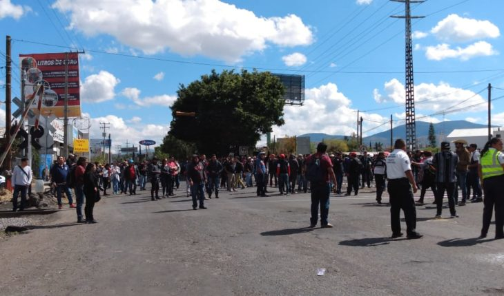 Victor Zavala points out to Cristóbal Arias to meddle in section XVIII of the CNTE