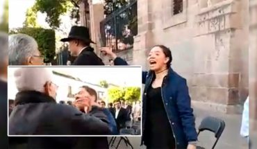 Young man yells 'Pederasta' at Mireles in the Center of Morelia and Mason slaps her (Video)