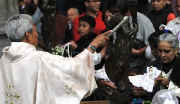 Arquidiócesis de Monterrey suspende saludo de paz en misas por coronavirus