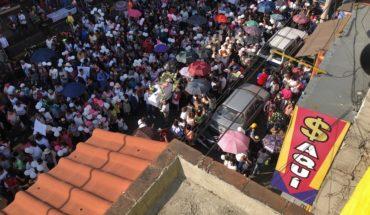 Con globos blancos y el reclamo de justicia, cientos dan último adiós a Fátima