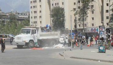 Expulsan del país a extranjero que descargó camión con escombros para apoyar las protestas en Plaza Italia