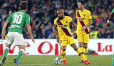 Finalmente Vidal fue titular en trabajada victoria del Barcelona sobre Betis
