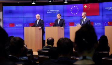 Jean-Claude Juncker (presidente de la Comisión Europea), Li Keqiang (primer ministro de China) y Donald Tusk (presidente del Consejo Europeo) durante la rueda de prensa en la última Cumbre UE-China (2019). Foto: ©European Union. Blog Elcano