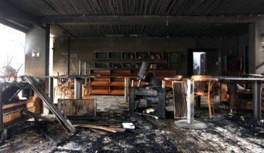 Guevara anunció querellas por incendio en el Café Literario de Providencia