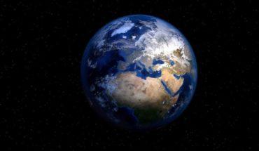 """La NASA creó nueva versión de """"punto azul pálido"""" la icónica imagen de la Tierra que capturó la Voyager 1"""
