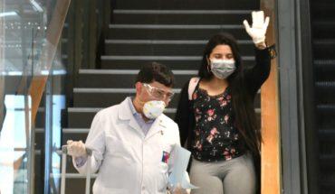 """Madre de estudiante que volvió de China: """"Estén tranquilos, mi hija está sana. Acá solamente se están cumpliendo los protocolos"""""""