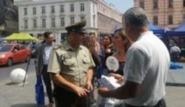 Sujeto revienta un huevo en la cabeza a gobernadora de Valparaíso y autoridades anuncian querella