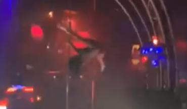 VIDEO VIRAL: Striper sufre brutal caída de 5 metros y siguió bailando